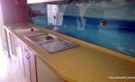 Manzaralı tezgah arası cam paneller, Mutfak tezgahı araları için yekpare estetik çözümler.. Triadoor Cam Paneller